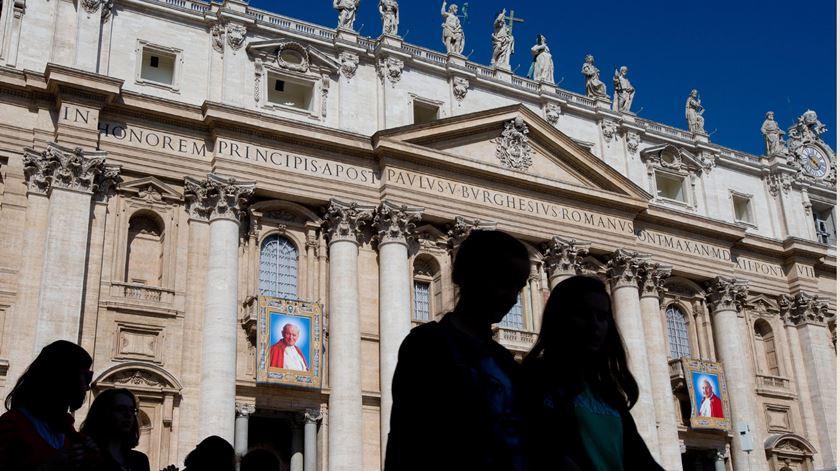 Canonizações passam a ter contas mais controladas. Foto: EPA/Claudio Peri