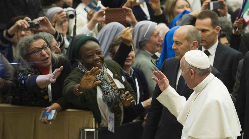 Papa recebe 5 mil consagrados. Foto: Osservatore Romano/EPA