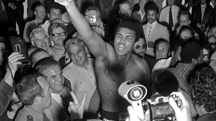 Ali após vencer um combate em Las Vegas. Foto:  Las Vegas News Bureau
