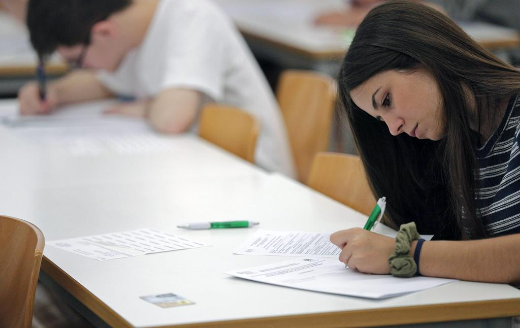 Medidas de acesso ao ensino superior serão as mesmas que no ano passado, diz Governo. Foto: Manuel Bruque/EPA