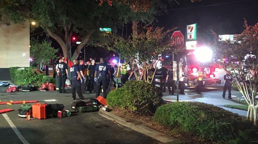 Meia centenas de pessoas morreram depois de um tiroteio num bar frequentado por homossexuais, na Florida. Foto: Univision Florida Central/EPA