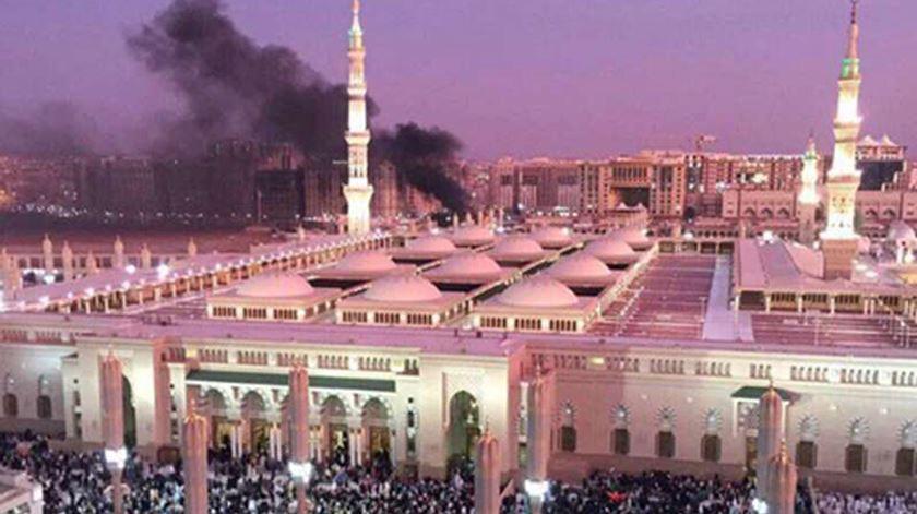 Ataque nas imediações de mesquita de Medina. Foto. EPA