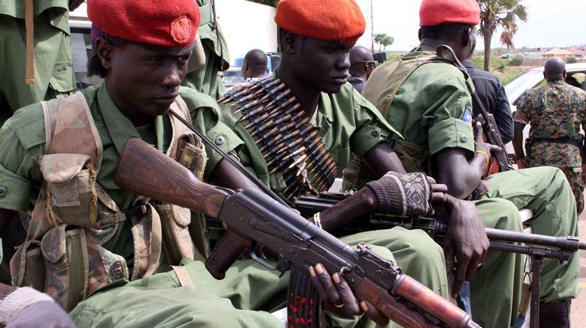 Soldados da oposição em Juba. Foto: Phillip Dhil/EPA (arquivo)