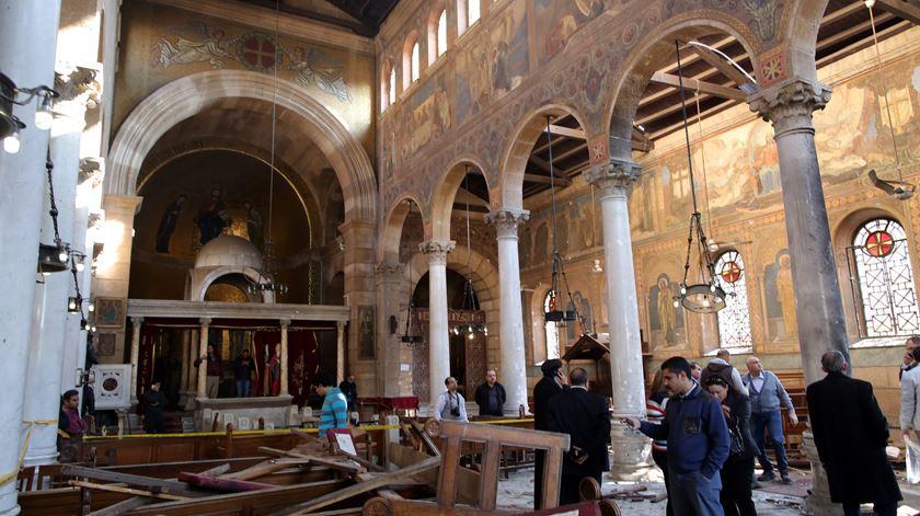 O atentado nesta igreja copta deixou 25 pessoas sem vida. Foto: Khaled Elfiqi/EPA