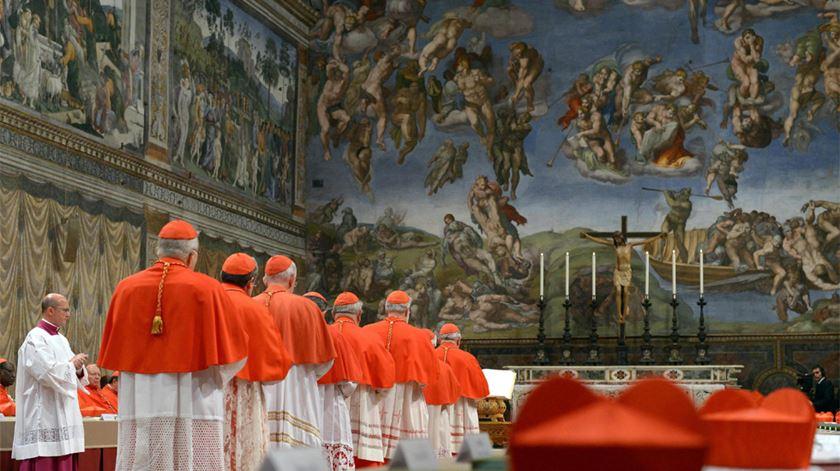 Cardeais entram na Capela Sistina para conclave. Foto: DR