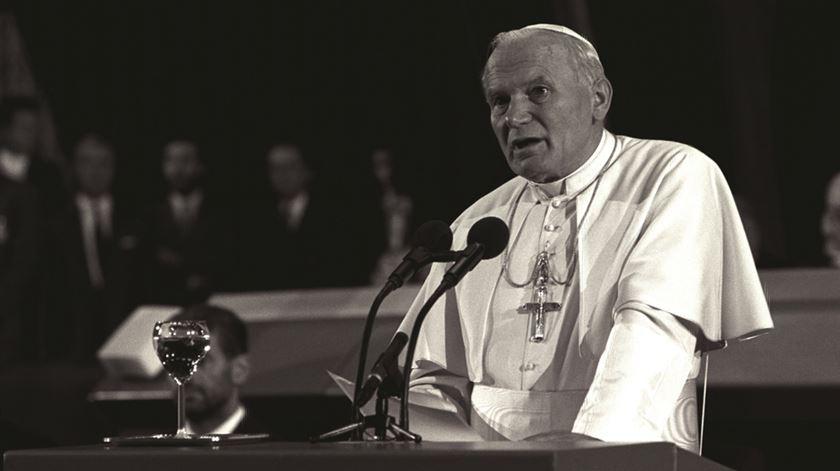 João Paulo II discursa em Estrasburgo, em 1988. Foto: DR