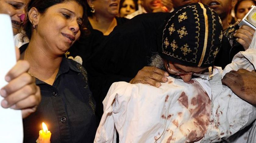 Cristãos coptas lamentam mortos num atentado. Partidos de esquerda lamentam que resolução do CDS não mencione outras religiões. Foto: DR