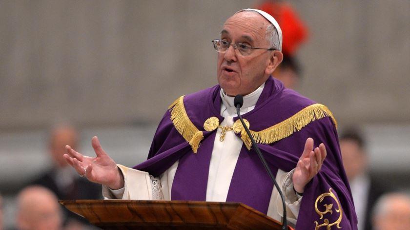 O momento em que o Papa Francisco anunciou o Jubileu da Misericórrdia. Foto: Maurizio Brambattie/EPA