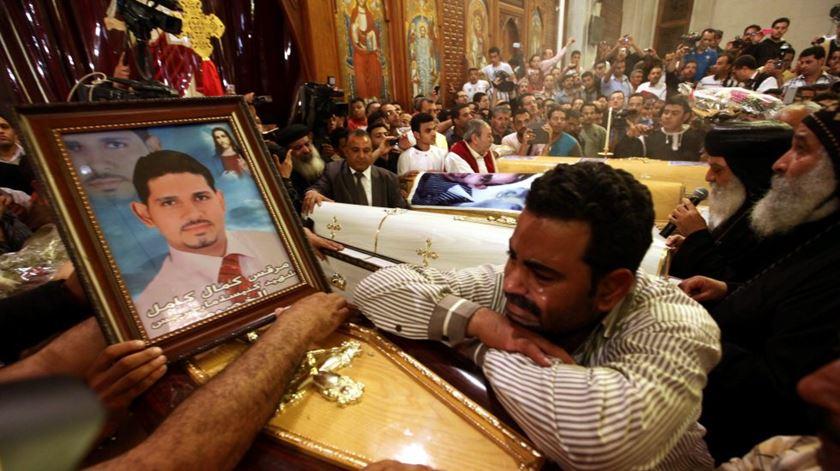 Funeral por coptas assassinados no Egipto. Foto: DR
