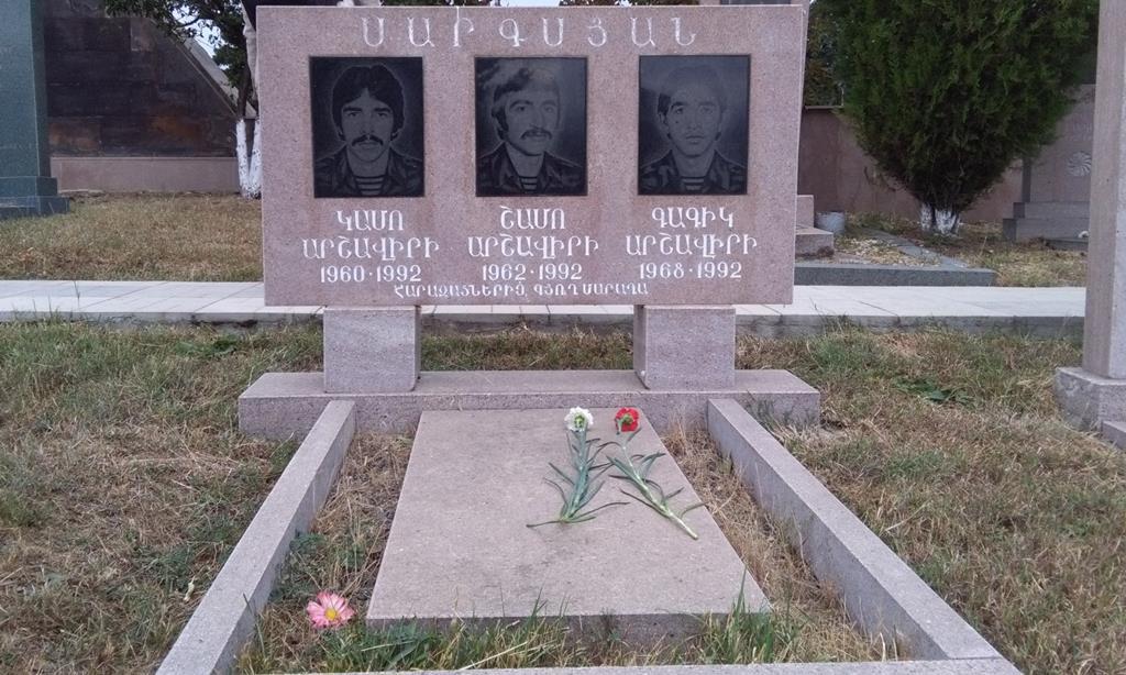 Campa de três irmãos arménios mortos na mesma batalha da primeira guerra em Nagorno-Karabakh. Foto: Filipe d