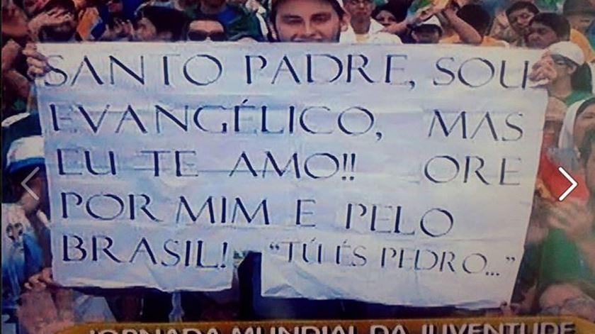 O cartaz que o jovem brasileiro levava às JMJ no Rio. Foto: DR