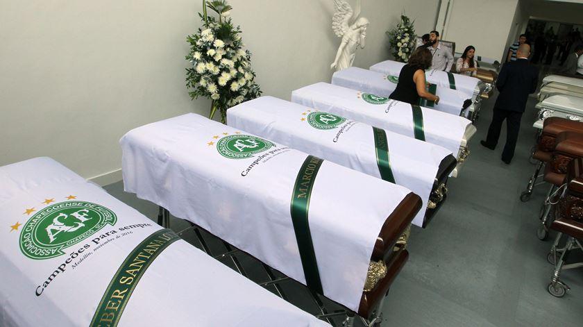 Chapecoense, urnas, mortos. Foto: Maurizcio Duenas Castañeda/EPA