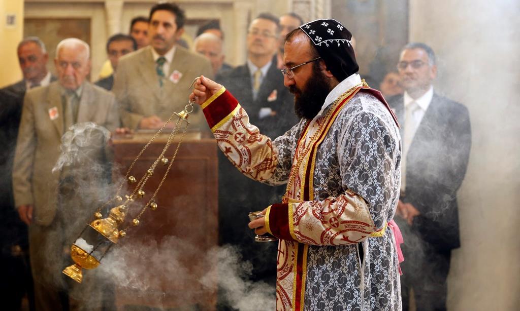 Um sacerdote cristão em Mossul. Foto: Yousef Badawi/EPA