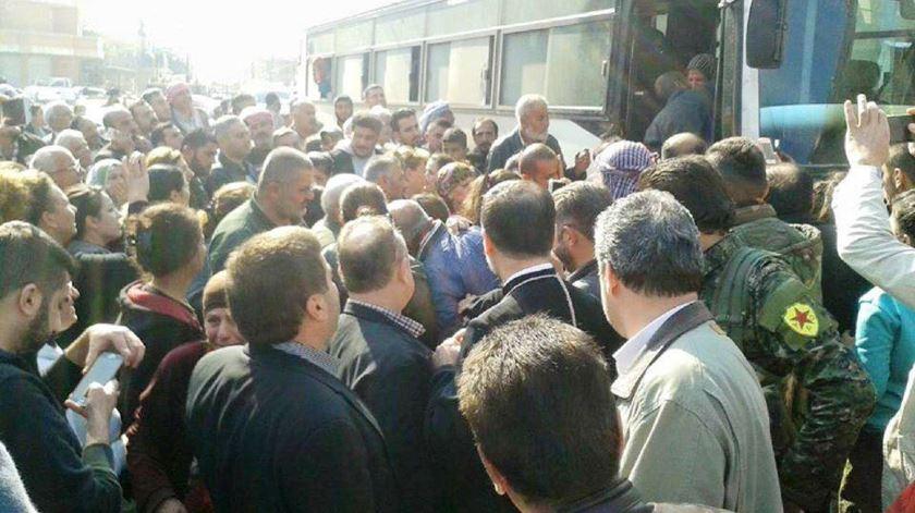 Cristãos libertados pelo Estado Islâmico são recebidos à chegada a Erbil. Foto: DR