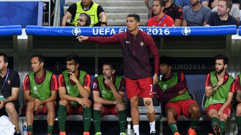 Ronaldo foi um autêntico treinador adjunto durante a final do Euro. Foto: EPA