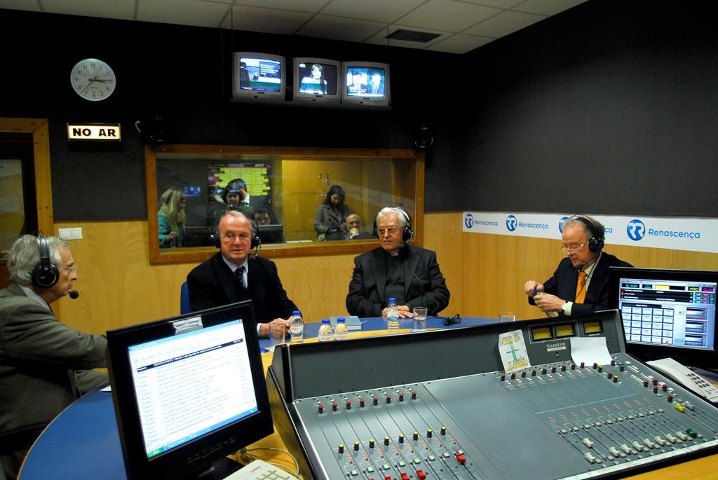 Balsemão com D. José Policarpo e Jorge Sampaio, no programa A Três Dimensões da Renascença, moderado por Francisco Sarsfield Cabral
