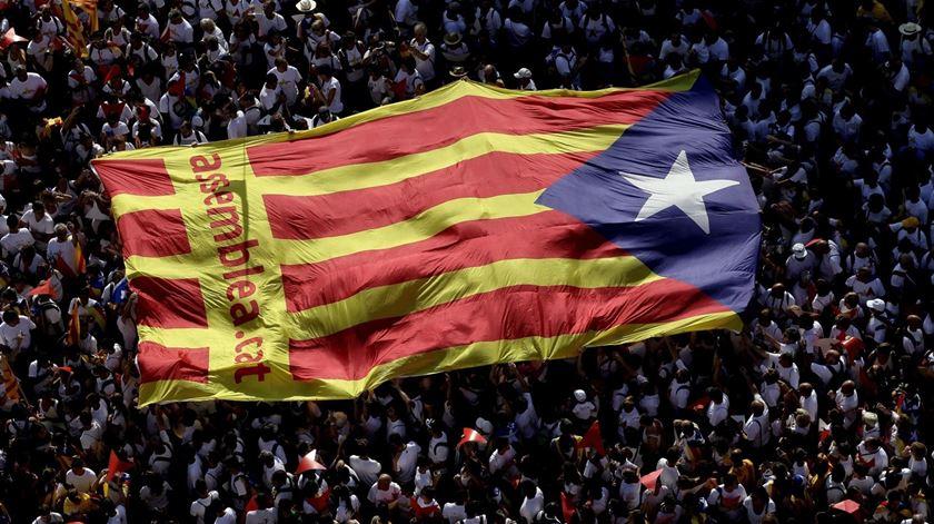 """""""O que se passa na Catalunha não é mais de que o exercício de vontade de uma parte muito importante do conjunto dos cidadãos solicitando poder expressar-se democraticamente"""". Foto: Alberto Estevez/EPA"""