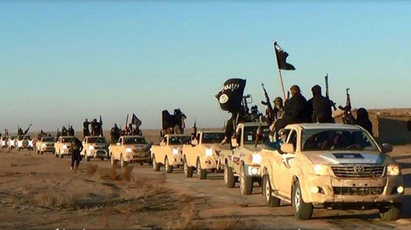 Coluna militar do Estado Islâmico. Foto: DR