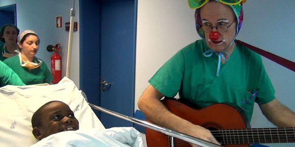 """Nariz Vermelho. """"Doutores palhaços"""" voltam ao presencial em mais três hospitais"""
