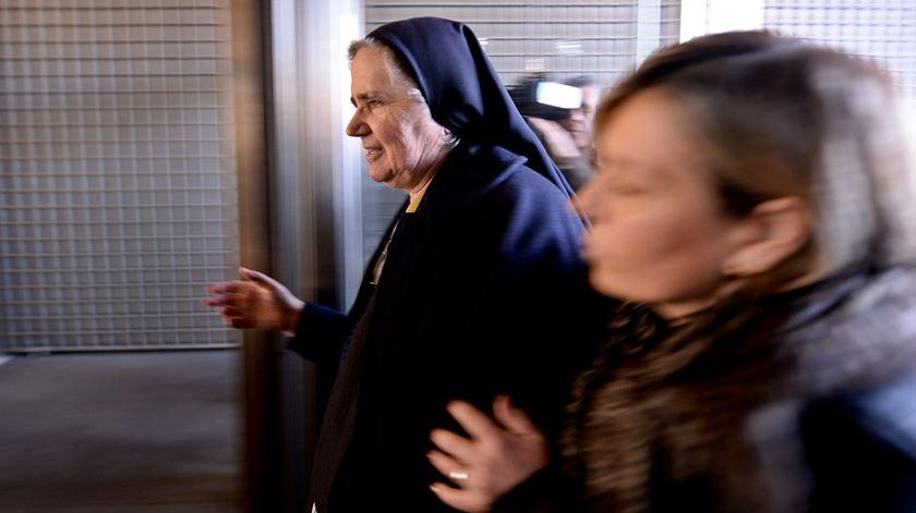 A leiga consagrada Isabel à chegada ao tribunal. Foto: Hugo Delgado/Lusa