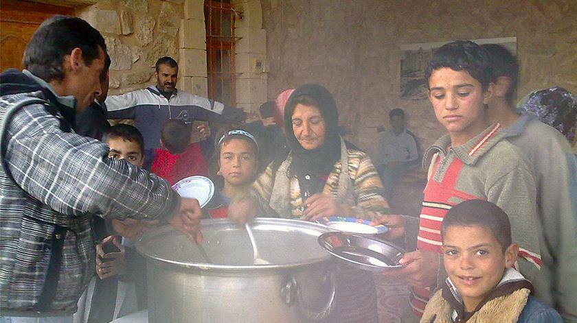 Refugiados na Síria beneficiam da ajuda da fundação AIS. Foto: AIS