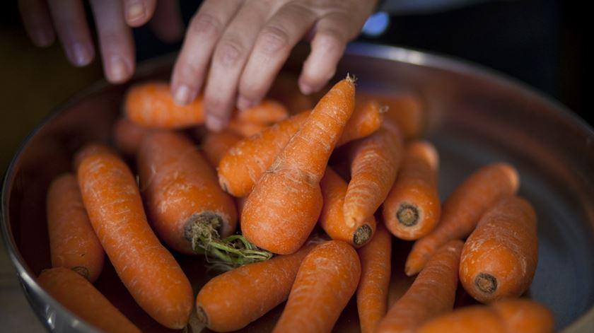 Cenouras feias, mas que sabem a cenouras e fazem bem a todos. Foto: DR