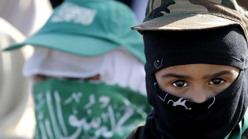 Apoiantes do Hamas, uma das várias forças apoiadas diretamente pelo Irão. Foto: Mohammed Saber/EPA