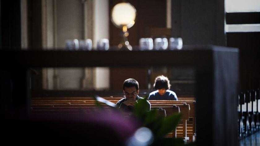 Atitudes de jovens perante a religião retratadas num estudo da Universidade de St. Mary. Foto: Joana Bourgard/RR