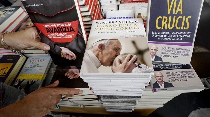 Livros Vatileaks Via Crucis e Avarizia de Nuzzi e Fittipaldi II Foto: Ciro Fusco/EPA
