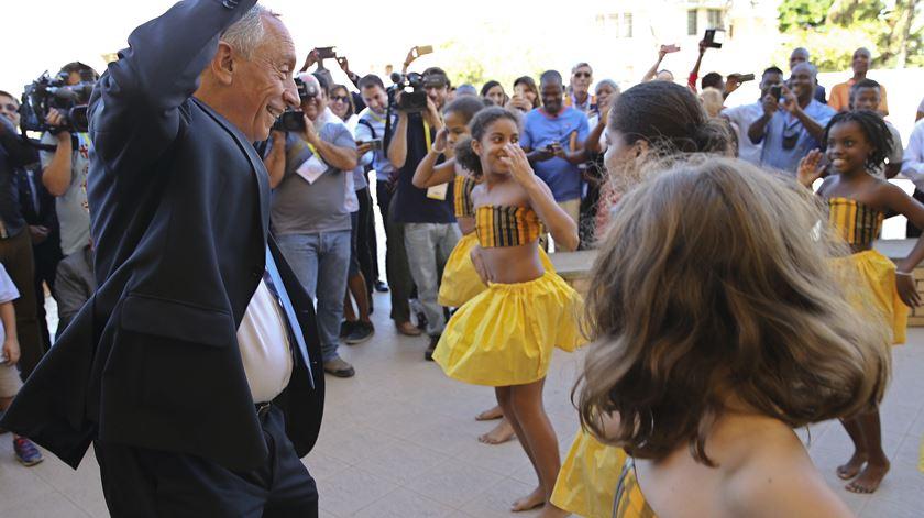 Marcelo visitou escola portuguesa e deu um pezinho de dança. Foto: João Relvas/Lusa