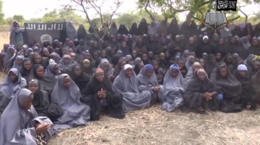 Uma imagem divulgada pouco depois do rapto mostra dezenas de meninas vestidas com roupa islâmica. Foto: DR