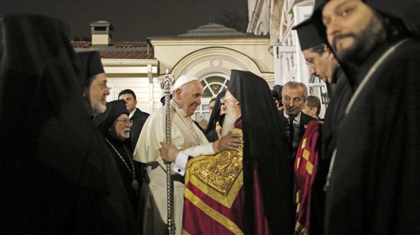 O Papa Francisco e o Patriarca Bartolomeu já tiveram muitas vezes juntos, mas é a primeira vez que se encontram também com o Papa de Alexandria. Foto: DR
