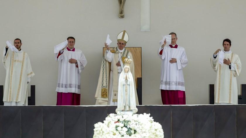 Este ano, em maio, só há peregrinações espirituais, avisa o Papa. Foto: Lusa