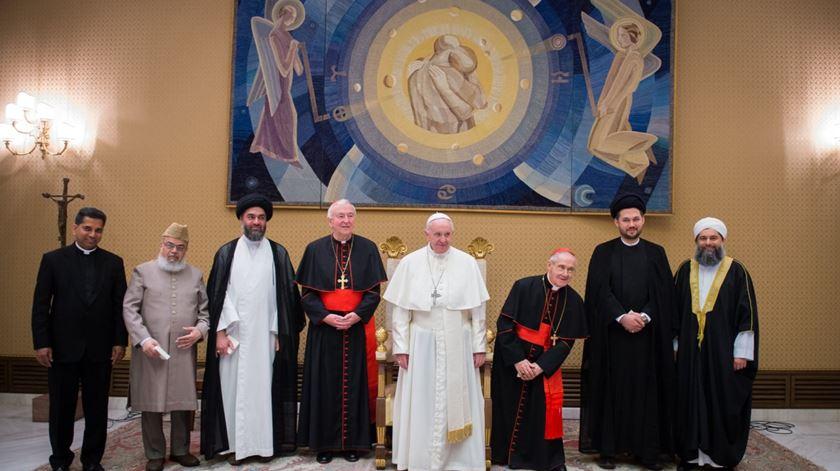 O Papa Francisco acolhe em Roma uma delegação de líderes muçulmanos britânicos. Foto: Twitter