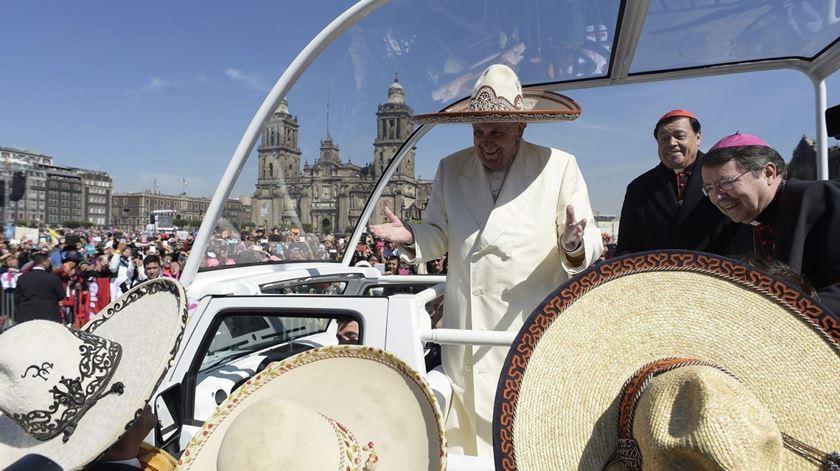 O Papa Francisco esteve recentemente no México, agora envia ajuda financeira para vítimas do sismo. Foto: L
