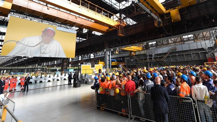 O Papa Francisco em Génova, num encontro com trabalhadores de uma siderurgia. Foto: Luca Zennaro/EPA