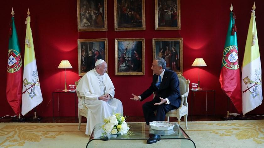 Encontro entre o Papa e Marcelo Rebelo de Sousa na base aérea de Monte Real. Foto: João Relvas/EPA