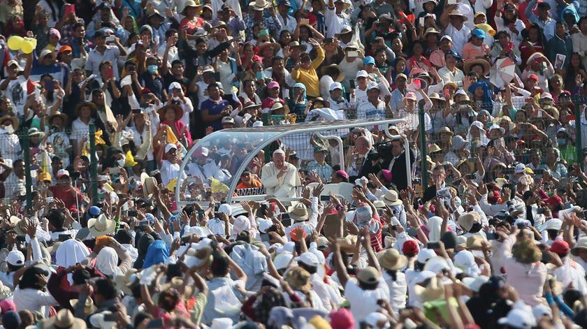 Papa no encontro com famílias. Foto: Alessandro di Meo/EPA