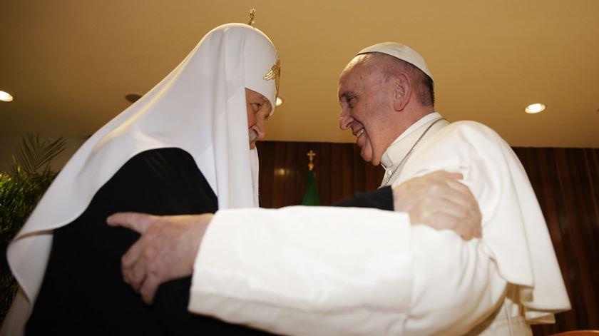 O Patriarca Cirilo e o Papa Francisco, no histórico encontro de Havana. Foto: Max Rossi/EPA