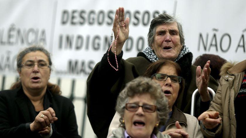 O povo de Canelas protestou contra a saída do seu pároco em 2015. Foto: DR
