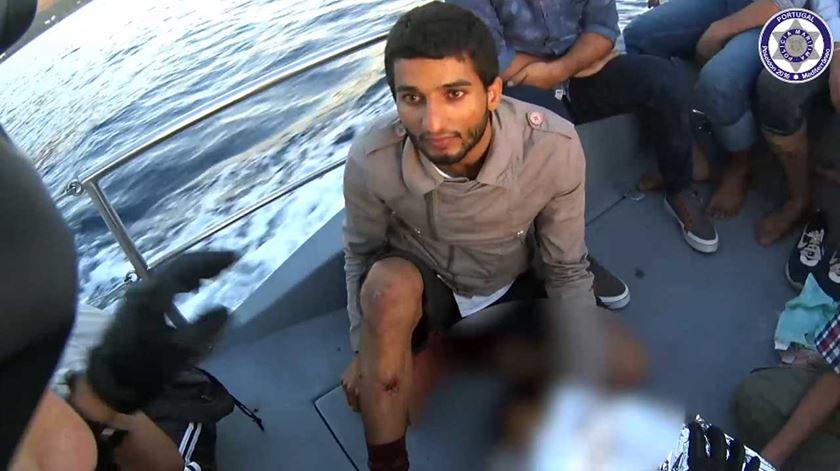 Resgate de migrantes paquistaneses em Lesbos. Imagem: Polícia Marítima