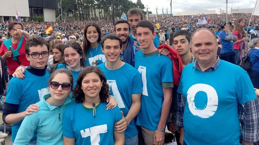 Jovens portugueses em Fátima para ver o Papa Francisco. Foto: Matilde Torres Pereira/RR