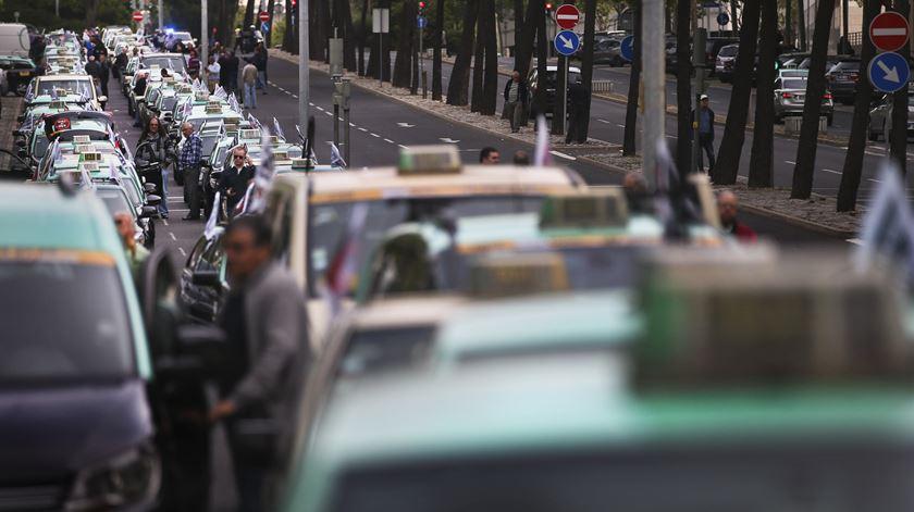 Centenas de táxis concentrados no Parque das Nações. Foto: Mário Cruz/ Lusa
