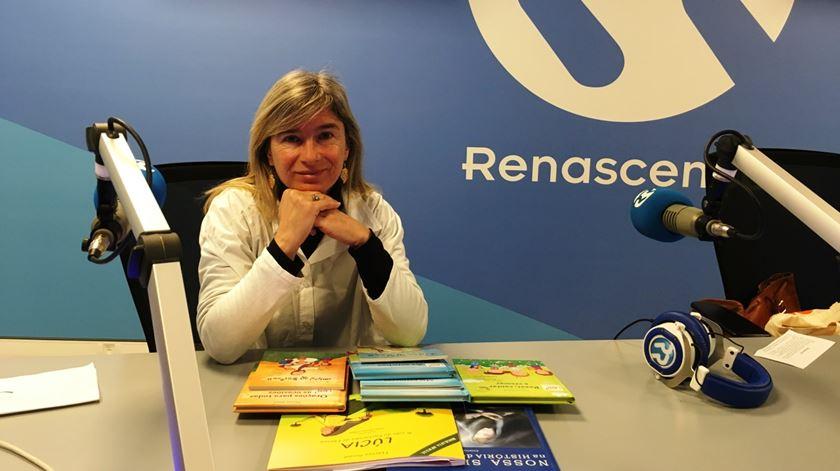 Thereza Ameal com alguns dos livros que já publicou. Foto: RR/Ângela Roque