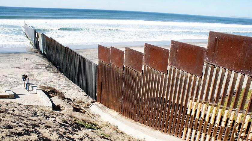 Mexicanos que colaborem na construção do muro com os EUA cometem traição, diz arquidiocese da Cidade do México. Foto: Alejandro Zepeda/EPA
