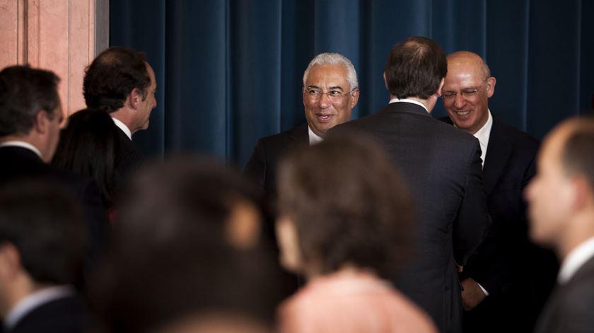 António Costa e Pedro Passos Coelho, na tomada de posse do XXI Governo, em 2015. Foto: Joana Bourgard/RR