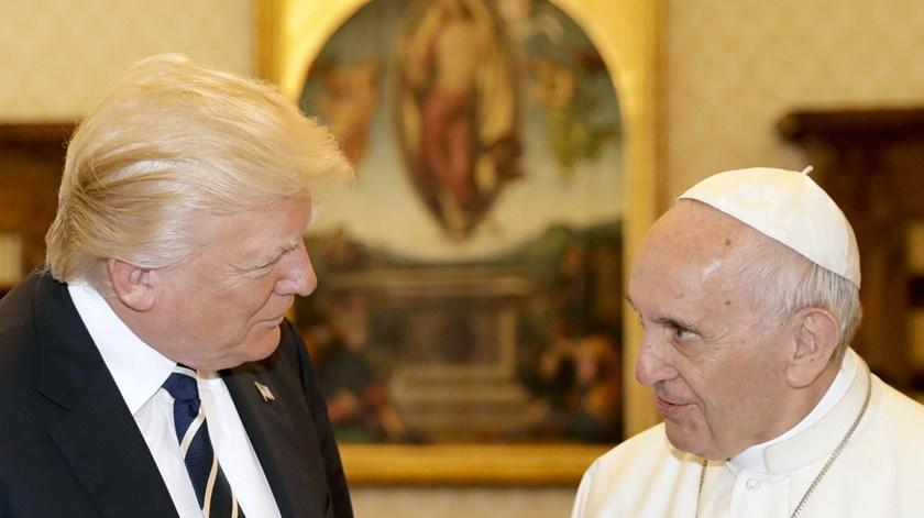 Donald Trump e o Papa Francisco encontraram-se há dias em Roma. Foto: Alessandra Tarantino/EPA