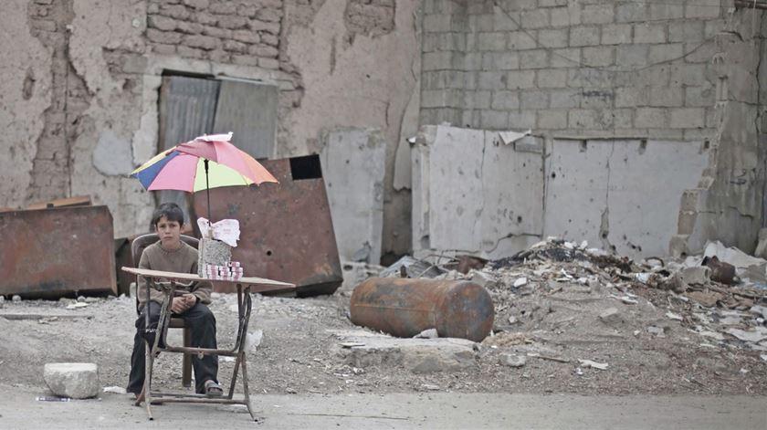 Um jovem deslocado em Ghouta, nas imediações rurais de Damasco. Fotos: UNICEF