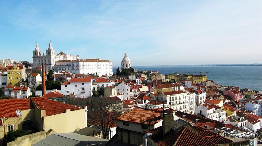 A vista sobre o Tejo do terraço do Palácio Belmonte